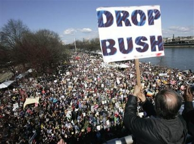 capt.pd10103192313.iraq_war_protests_pd101.jpg