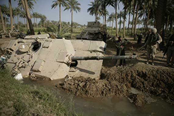 tank-canal040410a_usmc_2004414142357.jpg